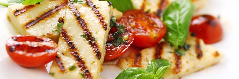 Picnic idea: grilled and garnished halloumi