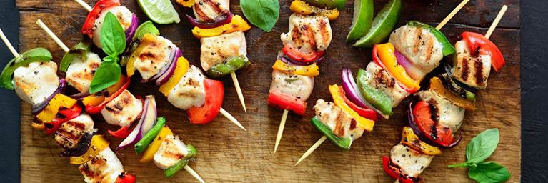 Picnic idea: chicken and vegetable skewers